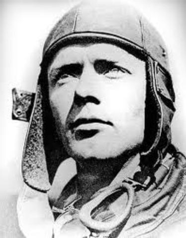 Lindbergh Flies Solo Across the Atlantic Ocean