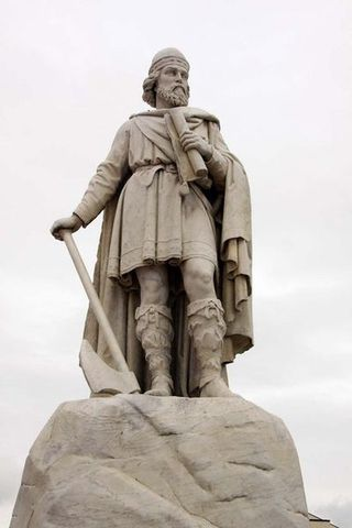 Alfred the Great begins rule in England.