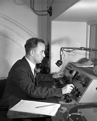 the first audio radio broadcast