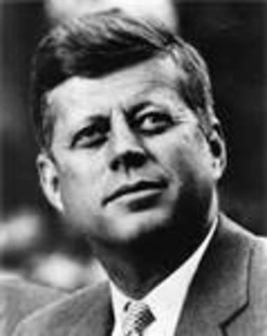 President Kennedy gives speech promoting space program