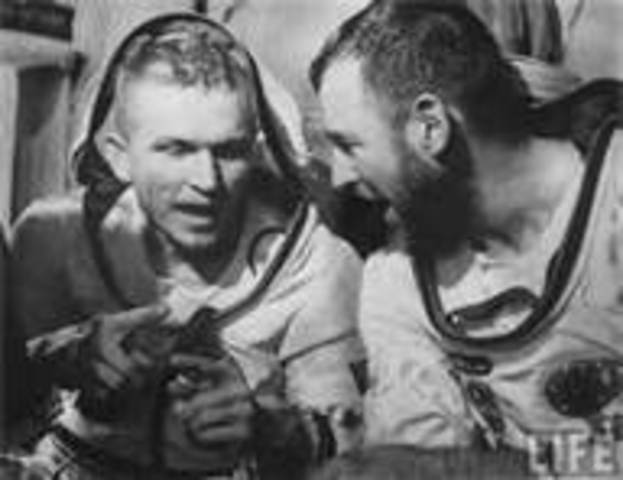 Frank Borman and Jim lovell remain in spce for 14 days