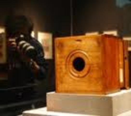Πρώτη φωτογραφική μηχανή