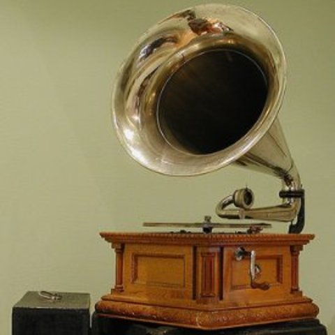 Emile Berliner Invents Disc Player Called Gramophone