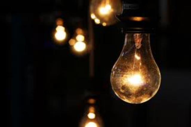 first electric light bulb created