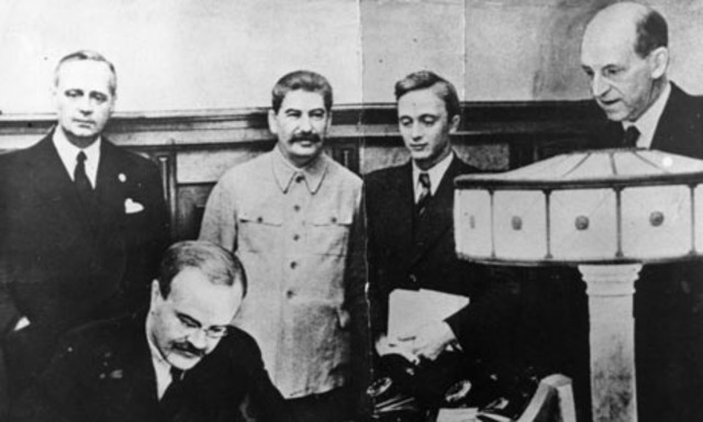 Japan signs nonaggression pact with the USSR