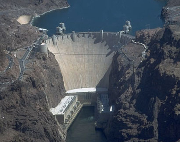 Hoover dam, the worlds largest hydroelectrical plant is built