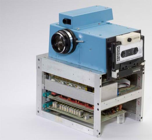 Πρώτη ψηφιακή φωτογραφική μηχανή