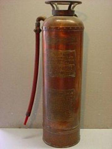 Κατασκευή του πρώτου πυροσβεστήρα