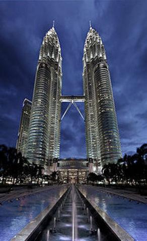 Οι πύργοι της Πετρόνας