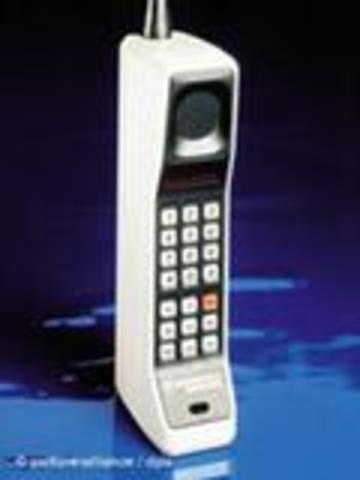 Η εφεύρεση του κινητού τηλεφώνου.