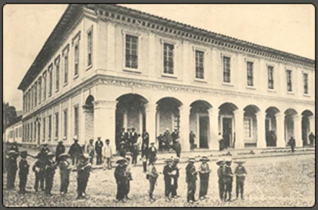Arreglo de la institución pública en México