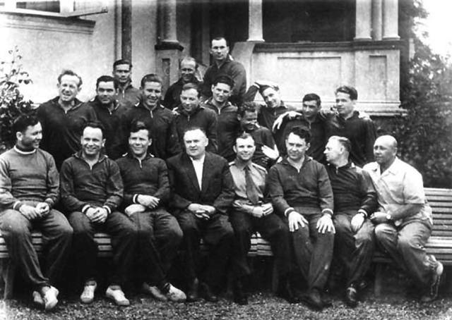 Первый отряд космонавтов из 20 человек