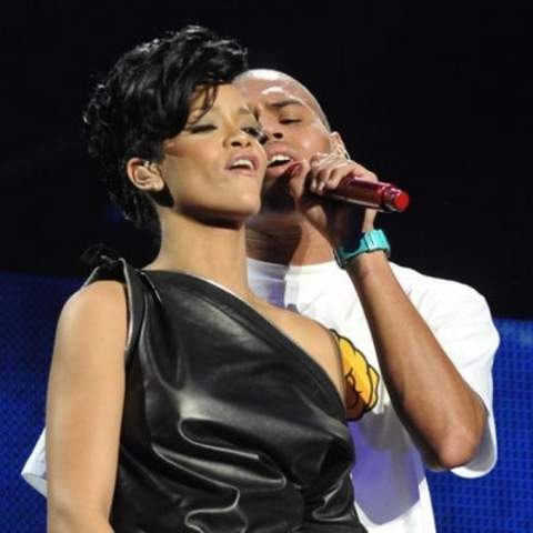 rihanna and chris brown are back together ♥♥♥♥
