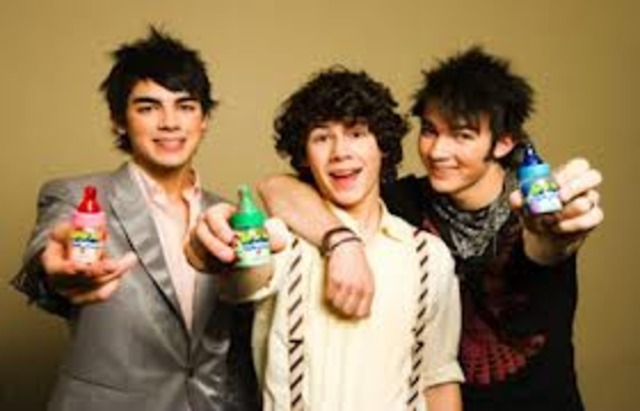 The Jonas Brother do a 'Baby Bottle Pop' commercial