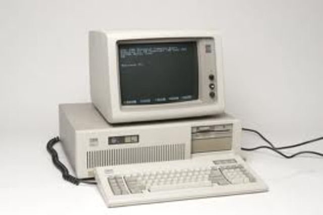 IBM lanza el PC-AT