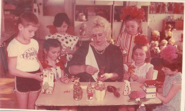 В 1981г. представителями министерства Просвещения проверялось состояние игровой деятельности в детских садах города и области. За правильно поставленную работу коллектив яслей – сада был награжден почетной грамотой.