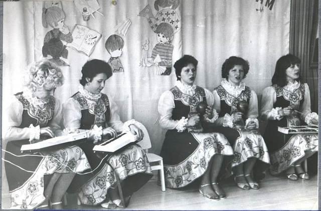 В детском саду традиционны вечера встреч ветеранов труда с молодыми воспитателями (февраль 1987г.)
