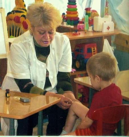 В ДОУ на протяжении 35 лет работает старшая медицинская сестра Манагарова Л.К.