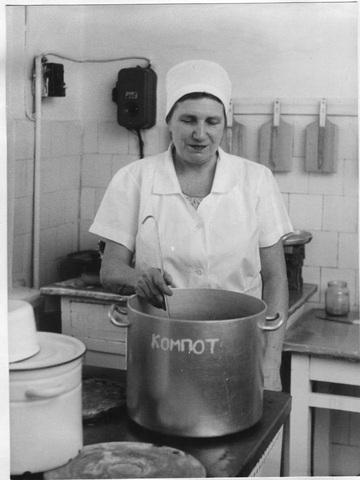Тузова Мая Дмитриевна, повар.