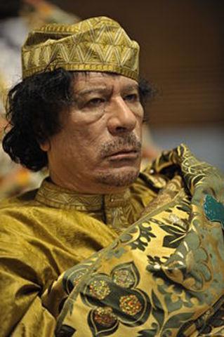 War crimes court issues Gaddafi arrest warrant