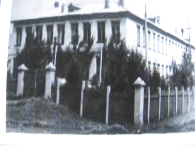 кирпичное здание школы