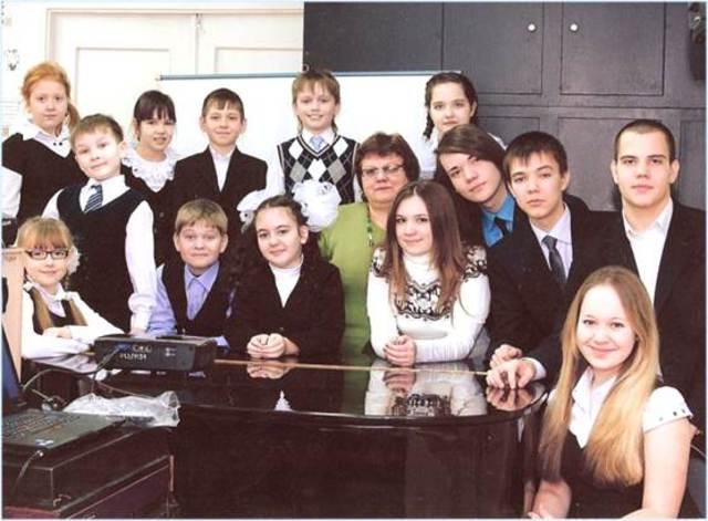 Создание вокальной студии «Школьные годы»