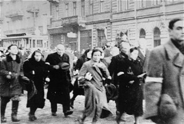 Jewish Fighters Resist Germans In Warsaw Ghetto