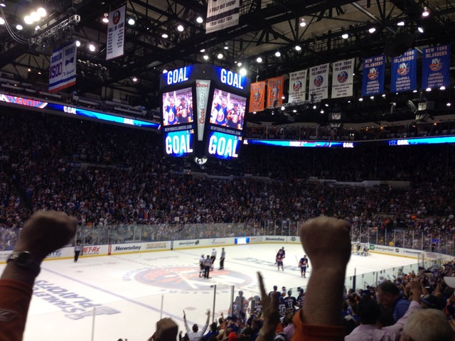 Isles Take 1st At Home Since '02