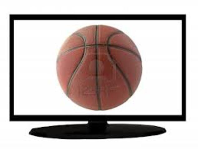 Se transmite los primeros encuentros de baloncesto por televisión desde el Madison Square Garden.