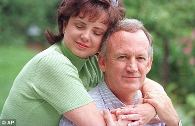 Patsy Ramsey dies of ovarian cancer