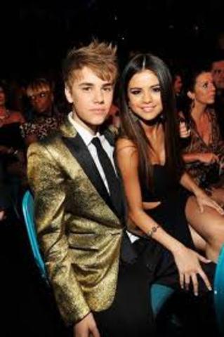 Justin and selena start dating