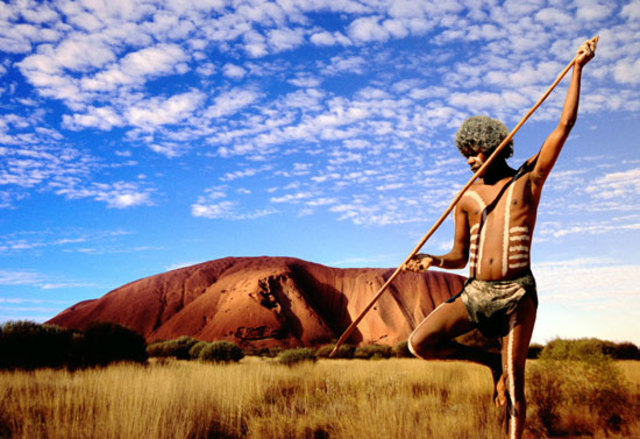 Uluru handed back to traditional owners