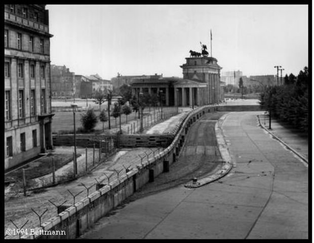 Berlin Wall begins construction