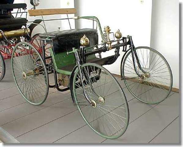 Vehículo Daimler con llantas de acero
