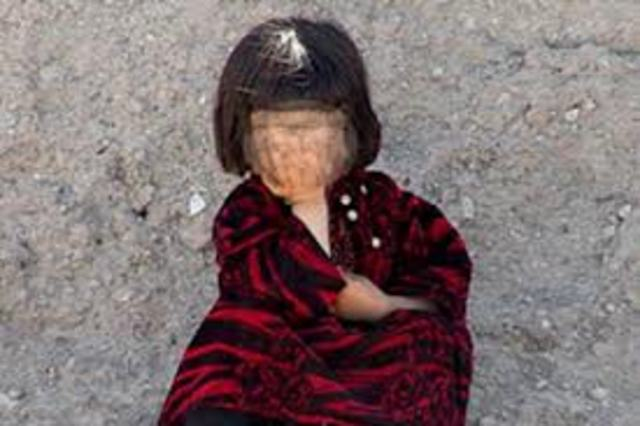 Mujer da brutal paliza a su hija de siete en su cumpleaños