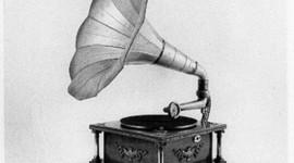 L'évolution des appareils de reproduction du son Elena et Lola timeline