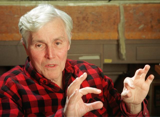 Carl Woese descubre que las arqueas presentan una línea evolutiva diferente a la de las bacterias.