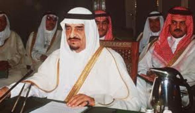 El Rey Fahd de Arabia Saudita en el consejo Árabe de Emergencia en Cairo