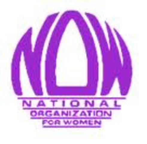 Betty Friedan funda la Organización Nacional para las Mujeres, para impulsar el acceso de las mujeres a puestos públicos.