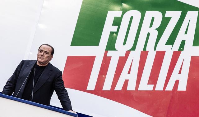 """Il Pdl scende in piazza. Berlusconi: """"Non mollo"""""""