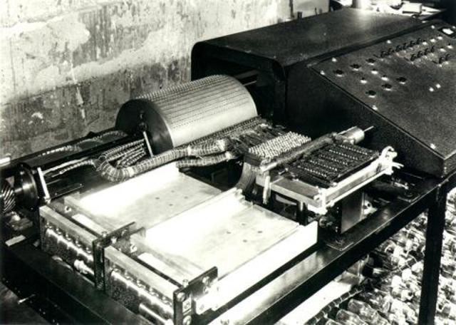 Primera computadora mecánica