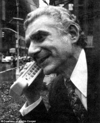 Primera llamada comercial desde un teléfono móvil