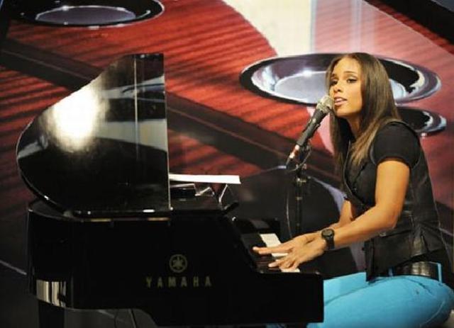 Alicia Keys accepted into a good school!!