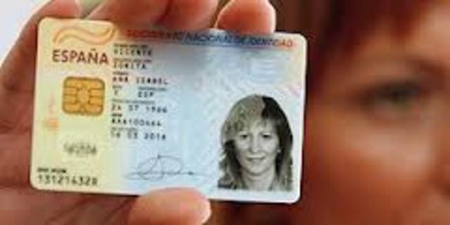 D68/2008 Suprime aportación fotocopias documentos de identificación oficiales y certificado de empadronamiento en los procedimientos administrativos de la Admnistración de la Junta de Andalucía y establece sede electrónica para notificaciones.