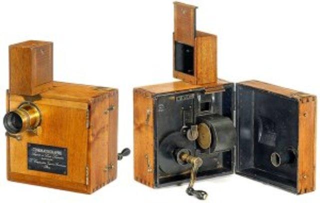 Se realiza la primera proyección con el cinematógrafo