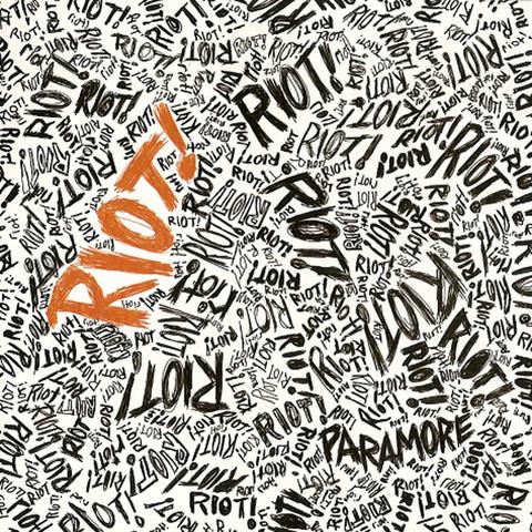 Lanzamiento de su segundo álbum 'Riot!'