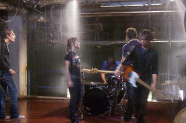 Lanzamiento primer single del primer álbum: Pressure