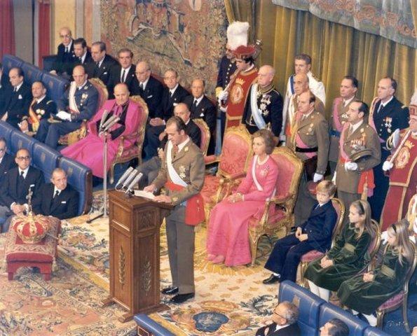 Juan Carlos I proclamado rey