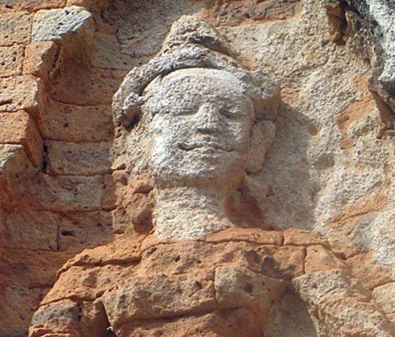 Indravarman I builds Preah Ko, Bakong temples and the Indratataka Baray.