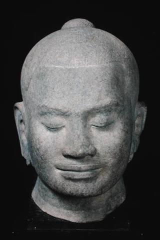 Jayavarman VII begins reign